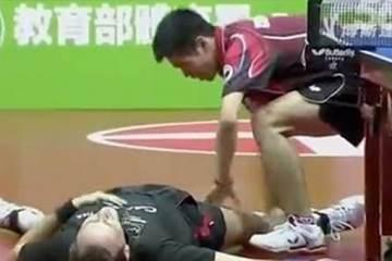 αστείος αγώνας Ping Pong
