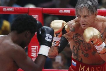 Ο Μίκι Ρουρκ σε αγώνα μποξ σε ηλικία& 62 ετών allabout.gr