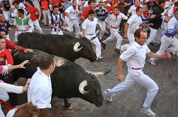 πιο παράξενα φεστιβάλ στον κόσμο Encierro allabout.gr