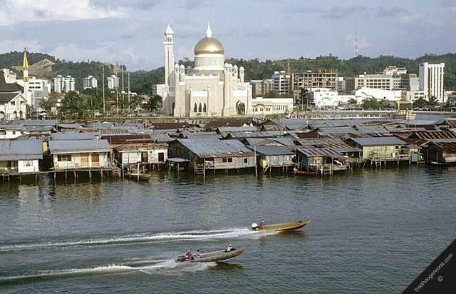 Υπέροχα χωριά που επιπλέουν στο νερό Kampong Ayer brunei allabout.gr