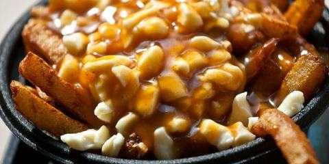 Poutine Καναδάς παχυντικά φαγητά από όλο τον κόσμο allabout.gr