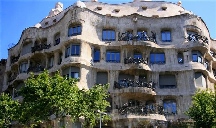 Οι σημαντικότεροι αρχιτέκτονες όλων των εποχών casa mila anton gaudi allabout.gr