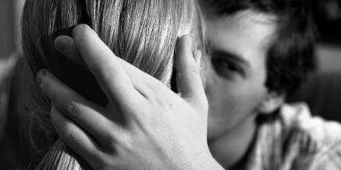 5 σημάδια ότι ο σύντροφός σου σε απατάει crossed fingers allabout.gr