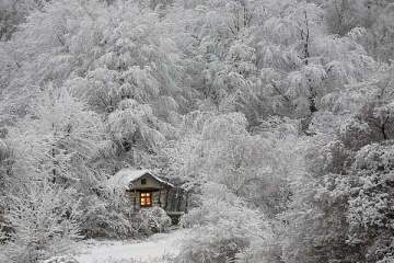 Μοναχικά σπίτια σε χειμωνιάτικο σκηνικό! allabout.gr