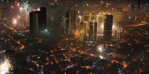 Τι γίνεται όταν ο ουρανός μιας ολόκληρης πόλης γεμίζει πυροτεχνήματα; allabout.gr