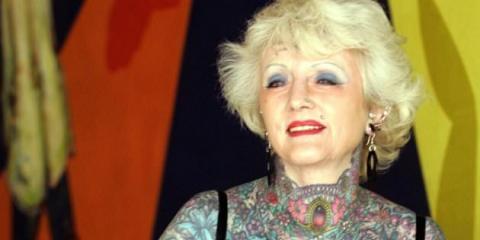 Πέθανε η γυναίκα με τα περισσότερα τατουάζ στον κόσμο