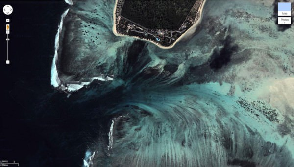 O απίστευτος υποθαλάσσιος καταρράκτης στο Μαυρίκιο