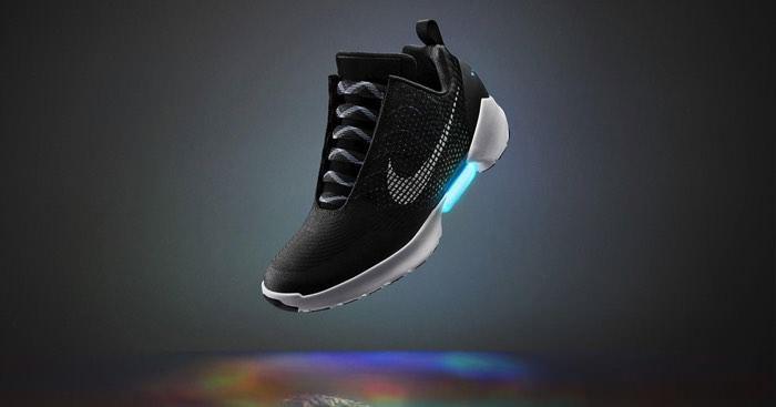 αθλητικά παπούτσια της Nike που δένονται μόνα τους