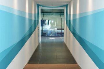 Αυτή η τοιχογραφία αλλάζει σχήμα όσο περπατάς!