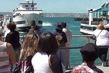 Ανεξέλεγκτο πλοίο προσέκρουσε σε προβλήτα