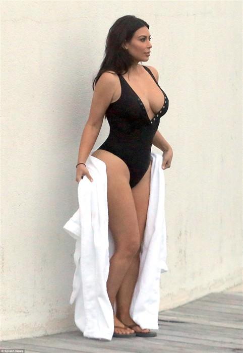 kim kardashian1 (482 x 700)