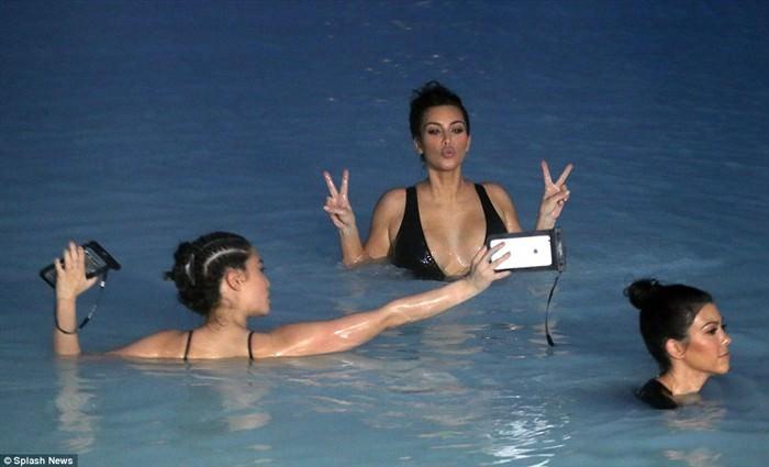 kim kardashian7 (700 x 425)