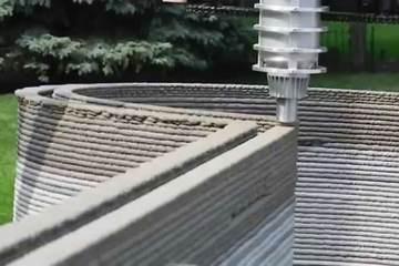 Κατασκεύασε έναν 3D εκτυπωτή για να εκτυπώσει ένα τεράστιο κάστρο στην αυλή του (Video)
