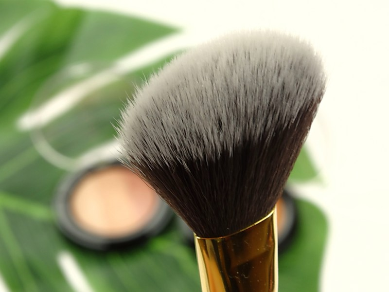 step0001 7 - ESSENCE BAKED MULTI COLOUR HIGHLIGTERS EN FACE BRUSH