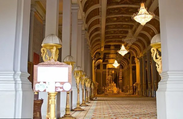 15-тронный зал Короля Камбоджи