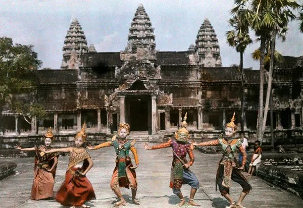 Thespians perform in proper posture before Angkor Wat