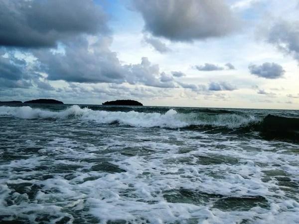 волны в сиануквиле