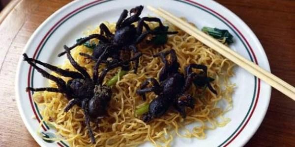 поесть пауков в Камбодже