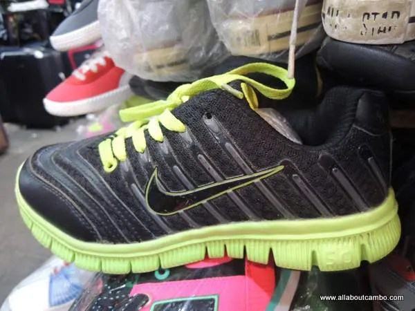купить Nike  оптом в Камбодже