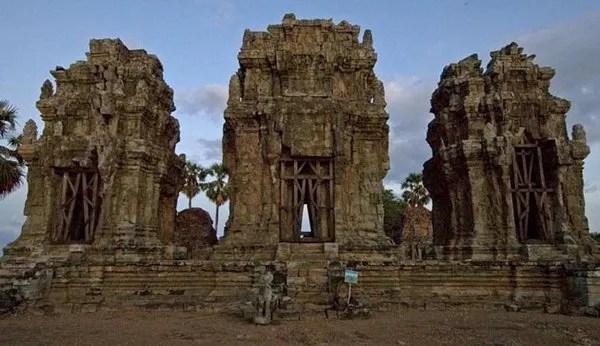 вершина храма Пном Кром