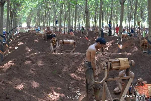 Добыча драгоценных камней в Камбодже