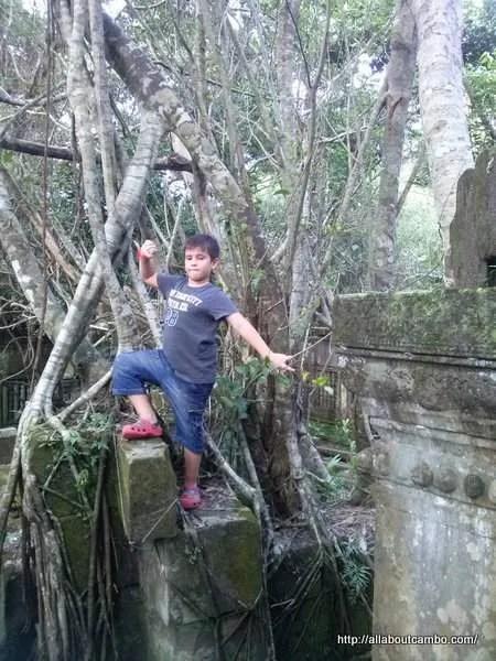 с ребёнком в камбоджу