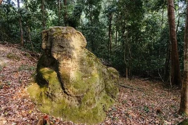 древняя скульптура в камбодже