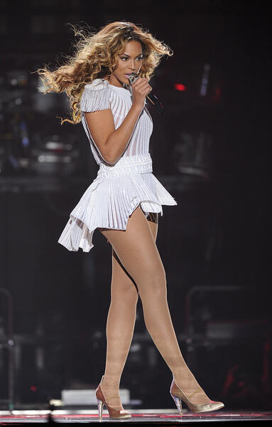 beyonce-mrs-carter-tour-2