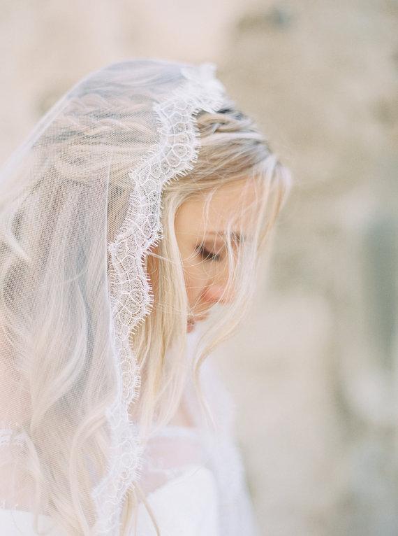 Chantilly Lace Mantilla Veil | AUDREY