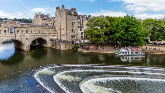 Pulteney Bridge in Bath UK one of the may things to do in Bath