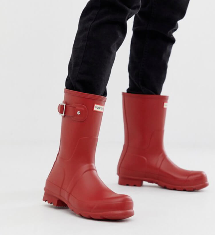 Hunter original short wellies in red to complete your festival look. Read more on www.allaboutrosalilla.com
