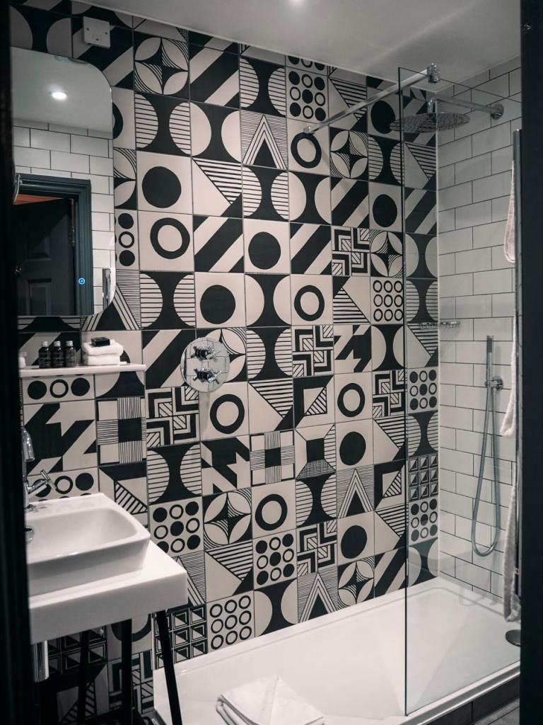 Bathroom at Abbey Hotel Bath. Read more on www.allaboutrosalilla.com