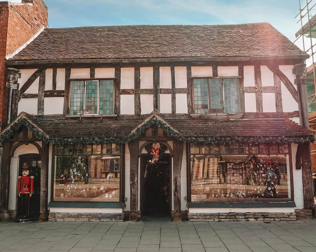 Tudor Architecture in Stratford upon Avon. Read more on www.allaboutrosalilla.com