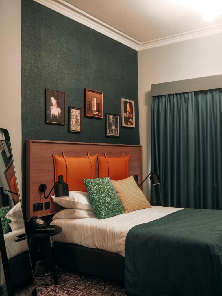 The bedrooms at Abbey Hotel Bath. Read more on www.allaboutrosalilla.com