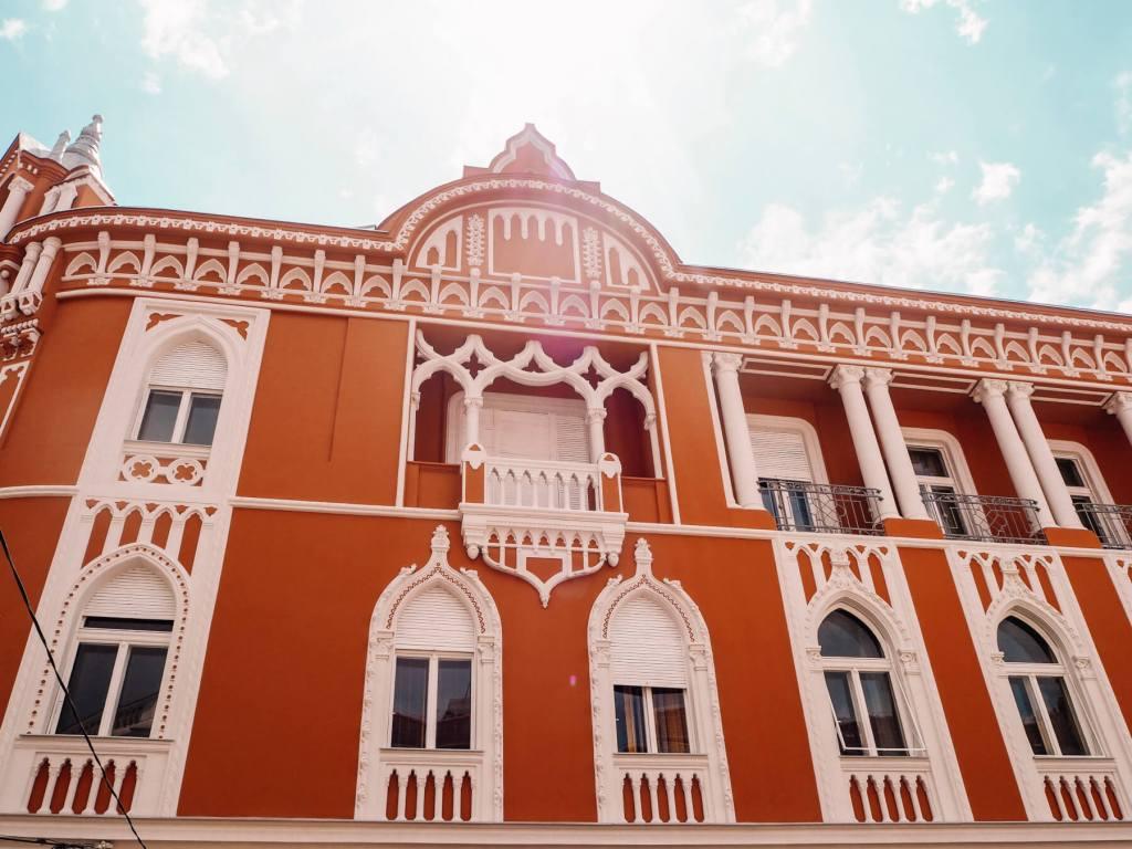 Venetian style decor in Oradea, Romania. Read more on www.allaboutrosalilla.com