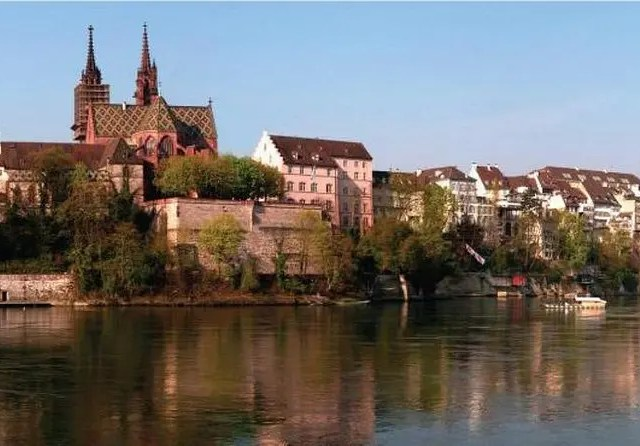 Basel Selfie Tour 7 Attractions in 90 min