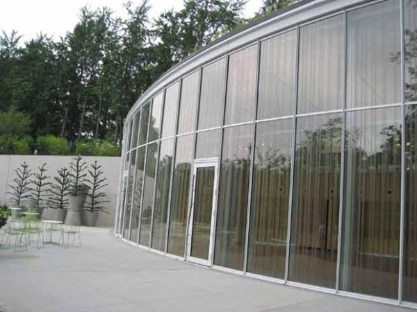 vidro que evita a colisão de pássaros
