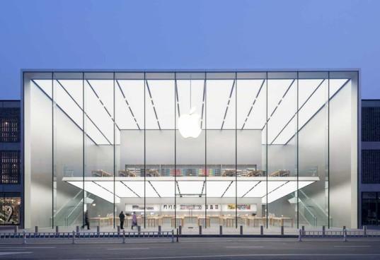 Apple Store, fachada em vidro e design.