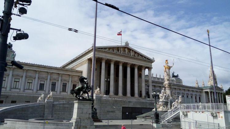 Austrian Parliament building - photo by allaboutvienna.com