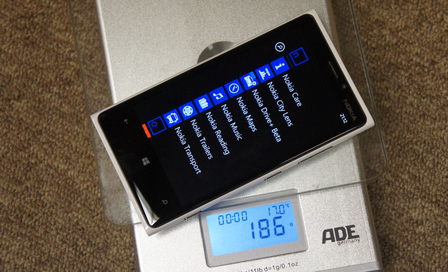 Lumia 920 on the scales