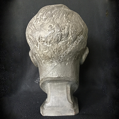 K8 AH bust - view from back