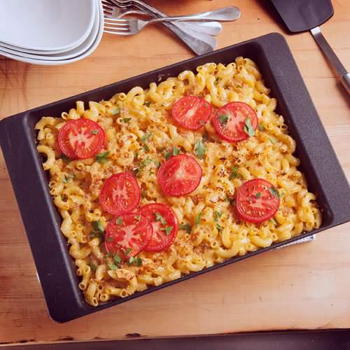 Deep Dish Oven Pan_Lifestyle