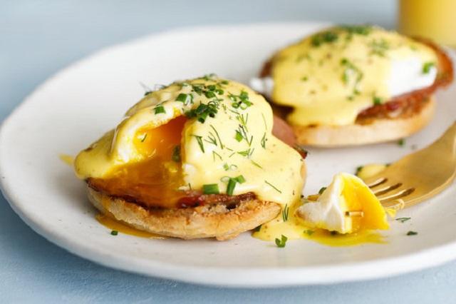 Eggs-benedict-DIY-homemade-recipe-brunch-breakfast