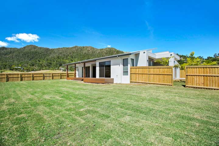 31-Stanely-Drive-Cannonvale-backyard