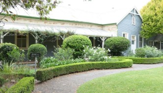 cottage and garden in wee waa