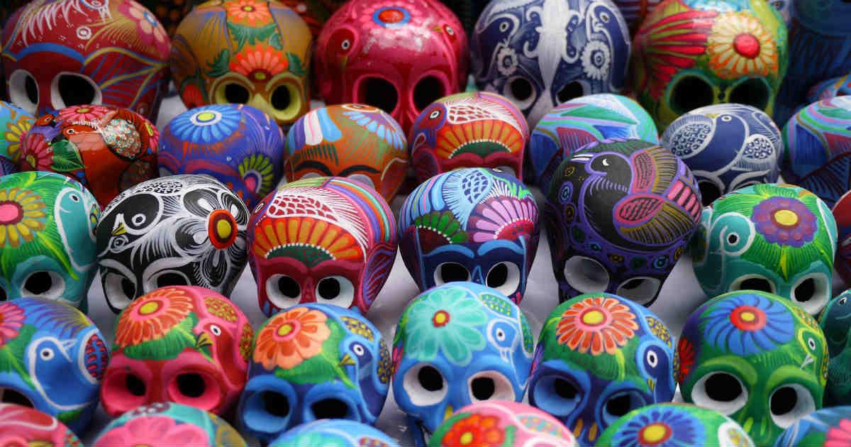 メキシコの骸骨のカラフルな置物