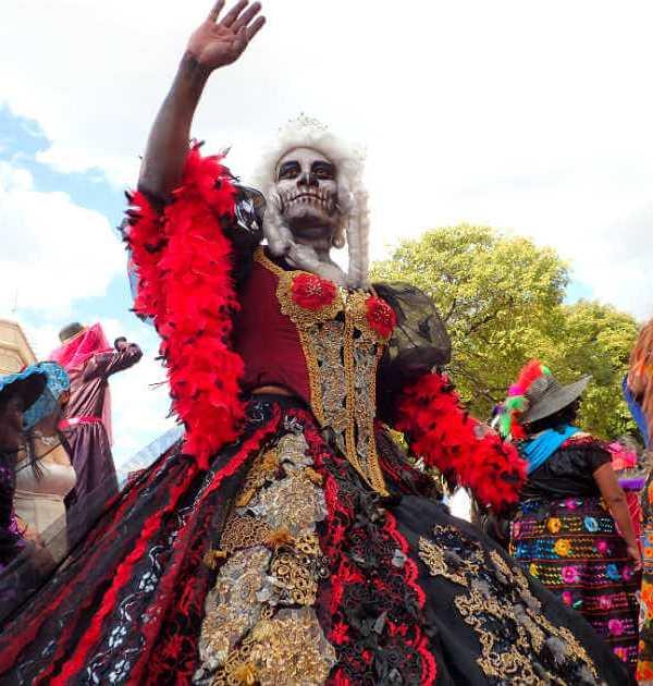 ゴージャスな死者の日の仮装(パレード)