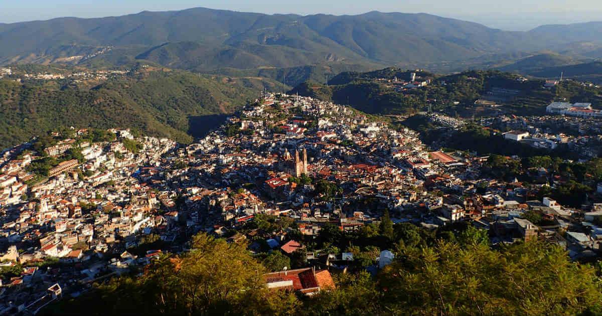 展望台から見たタスコの町(Taxco)