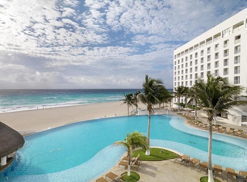 カンクンのルブランホテルプールとビーチ