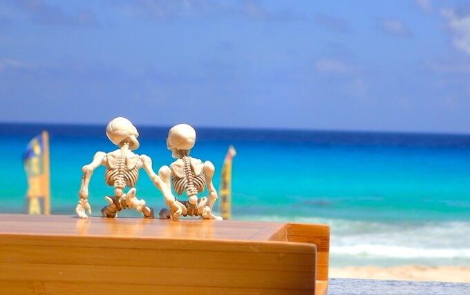 カンクンのビーチとガイコツカップル2